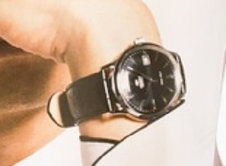 腕時計のアップ