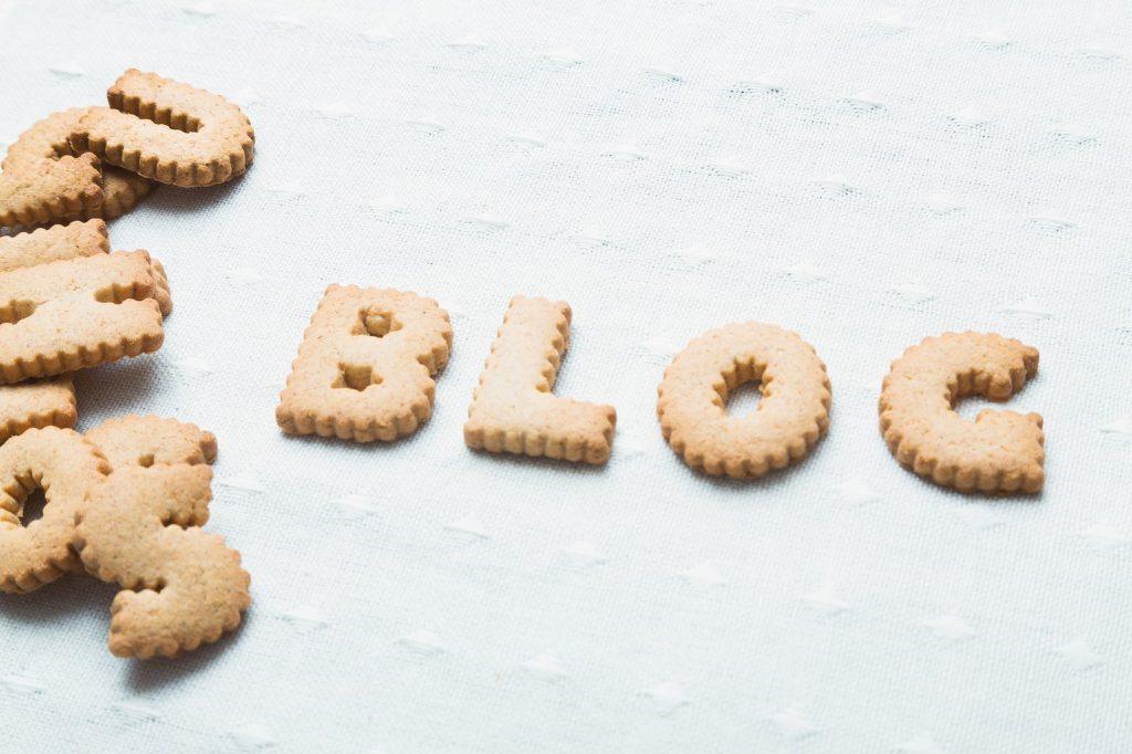 クッキーで「BLOG」