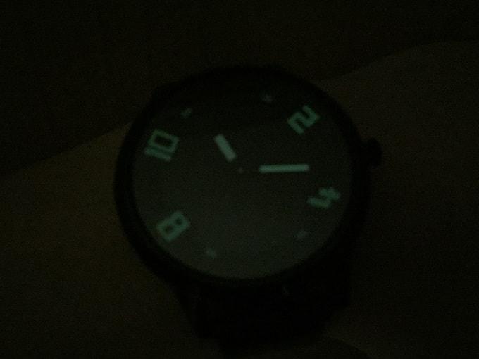 Lenovo Watch X 暗闇で光る画像