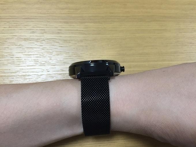 Lenovo Watch X 装着画像横から